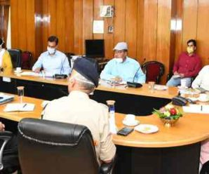 Chief Minister Trivendra Singh Rawat held a meeting of officers for effective control of Covid-19 at the Secretariat.
