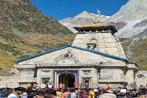 In ten days, 9582 devotees reached Kedarnath by helicopter and saw Baba Kedar.