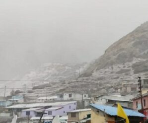 There are reports of snowfall in the high peaks of the state including Badrinath, Hemkund, Munsiyari and Dharchula in the early hours today.