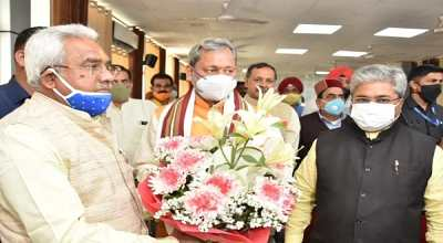 Uttarakhand: Chief Minister Tirath listened to Prime Minister Modi's speech with staff then performed Ganga Pujan in Haridwar.