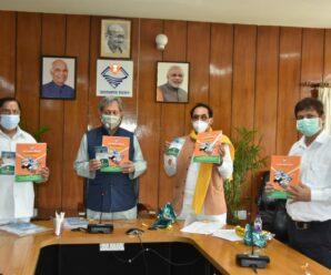 Chief Minister Shri Tirath Singh released the book 'Hamara Hindustan, Uttarakhand Haj 2021' at the Secretariat.