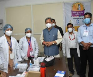 The Chief Minister inspected the arrangements for the vaccination program.