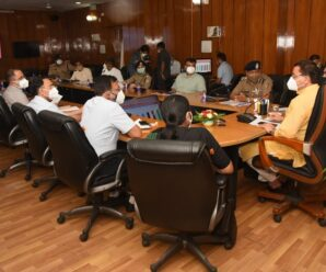 Chief Minister Shri Pushkar Singh Dhami on Thursday reviewed the arrangements made in the Secretariat for the prevention of Covid.